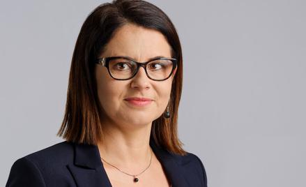 Wiceprezes Polskiej Organizacji Turystycznej Anna Salamończyk-Mochel nadzoruje przebieg poprawności