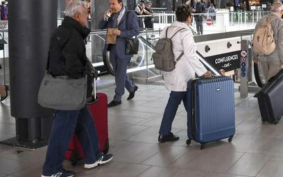 Polacy nie chcą latać raz do roku