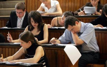 Aplikacje i egzaminy prawnicze
