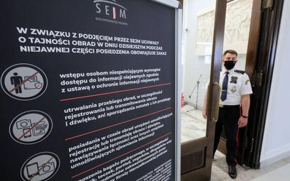 """Afera mailowa: 150 ofiar """"politycznego hakera"""""""