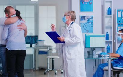 Odwiedziny w szpitalach - nowe zasady dla zaszczepionych i niezaszczepionych