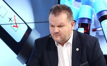 """Były szef GIS Marek Posobkiewicz walczy z koronawirusem. """"Średnio ciężki przebieg"""""""