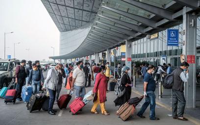 Z zamkniętych Indii, przez Schengen w świat