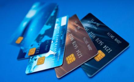 Karta płatnicza nie jest obowiązkowa. Można jej nie mieć