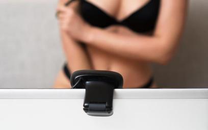 PIT: jak opodatkować wirtualny striptiz