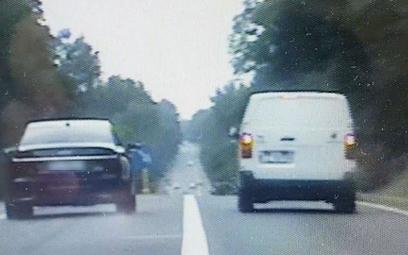 Pędził 250 km/h, uciekał przed policją, popełnił 30 wykroczeń
