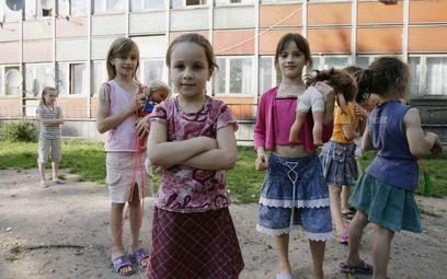 Ustawa wprowadzająca zakaz odbierania dzieci rodzicom z powodu biedy uchwalona