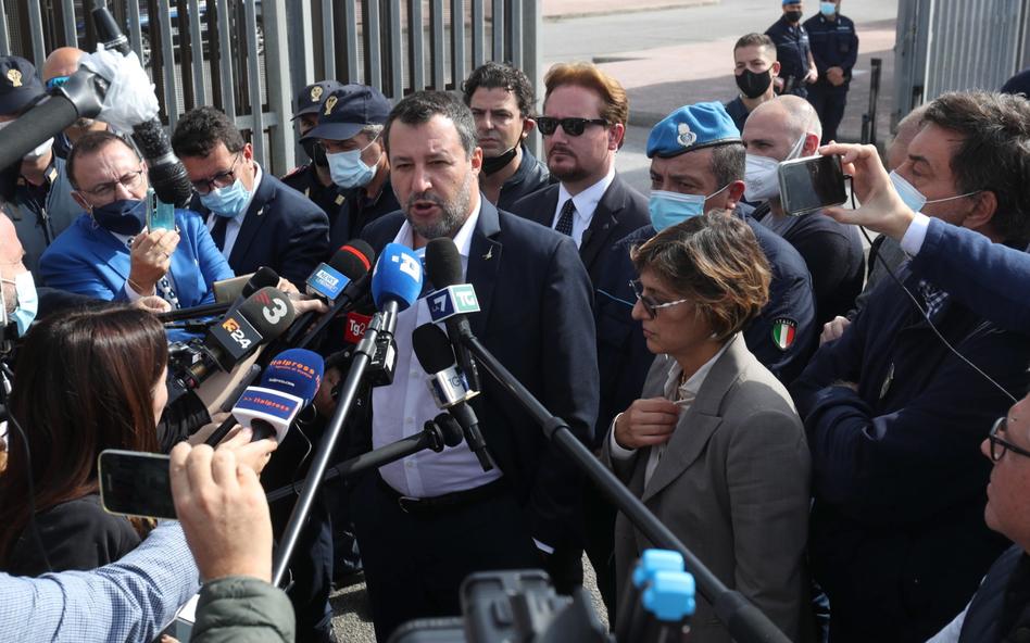 Matteo Salvini przed sądem. Grozi mu 15 lat więzienia