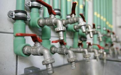 Gmina musi płacić za korzystanie z prywatnego wodociągu