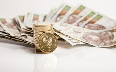 Polacy częściej zaciągają pożyczki