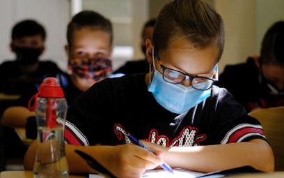 Nauczyciele oczekują, że także szkoły podstawowe przejdą na zdalne nauczanie