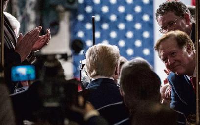 Impeachment krzepi Trumpa