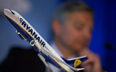 Ryanair kusi pilotów premiami