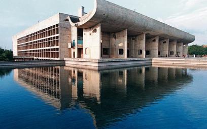 Zaprojektowany przez Le Corbusiera budynek parlamentu w indyjskim Czandigarth, stolicy stanów Pendża