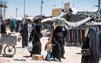 W obozie Al-Hol w północno-wschodniej Syrii jest kilkadziesiąt tysięcy kobiet i dzieci z rodzin dżih