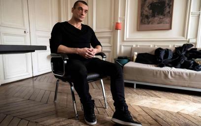 Piotr Pawlenski, skandalizujący artysta z Rosji, który wpłynął napolitykę francuską