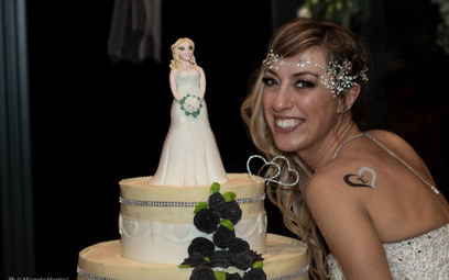 Laura Mesi podczas swojej ceremonii ślubnej. Zdjęcie pochodzi z profilu FB Laury Mesi. Autorką fotog