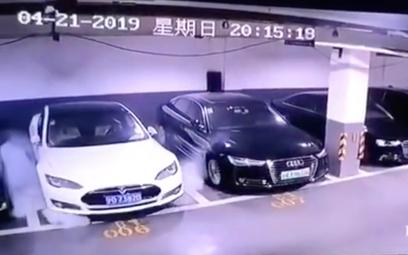 Tesla spłonęła na parkingu w Szanghaju