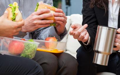 Koszty podatkowe: catering dla pracowników nie jest wydatkiem na reprezentację