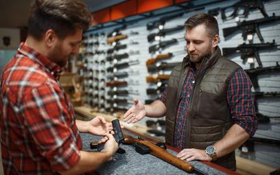 Palna broń strzelecka i jej części mają być oznakowane - rząd przyjął projekt przepisów