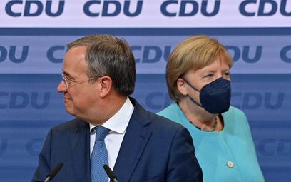 To, że Armin Laschet (z lewej) nie będzie następcą Angeli Merkel (z prawej) na stanowisku kanclerza,