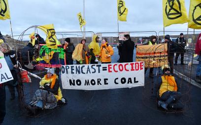 Wielka Brytania: Przebrani za kanarki protestowali przed kopalną węgla