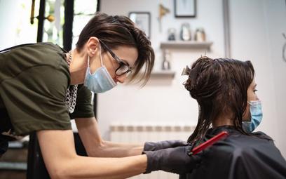 Wielki powrót kawiarni, fryzjerów i kosmetyczek