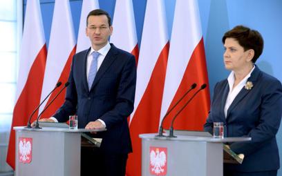 Premier Beata Szydło (P) oraz wicepremier, minister finansów i rozwoju oraz szef Komitetu Ekonomiczn