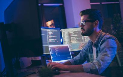 Walka o doświadczonych ekspertów IT szybko podbija ich stawki