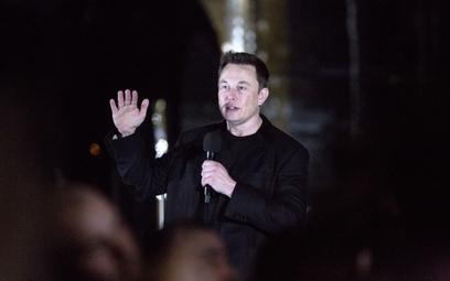 Najlepsze 2020. Była stażystka oskarża firmę Elona Muska