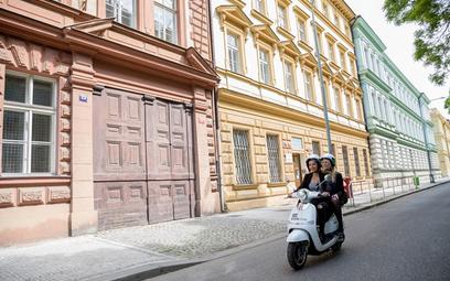 Polski start-up konkuruje ze Škodą na elektryki w Pradze