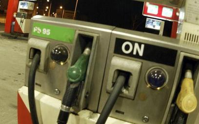 Ropa tanieje, ale kierowcy jeszcze tego nie odczuwają