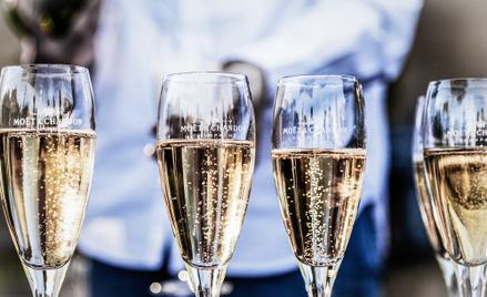 Moet & Chandon to najpopularniejsza marka szampana na świecie. Rocznie powstaje blisko 30 milionów b