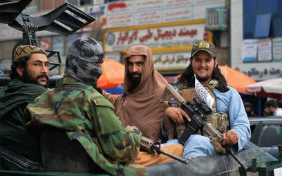 """Talibowie wściekli na USA. """"Zniszczyli aktywa narodowe"""""""