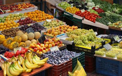 W marketach wybór warzyw i owoców jest często równie duży jak na targowiskach.