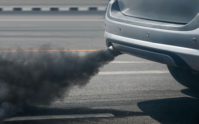 Drogówka, walcząc ze smogiem, zatrzymuje auta
