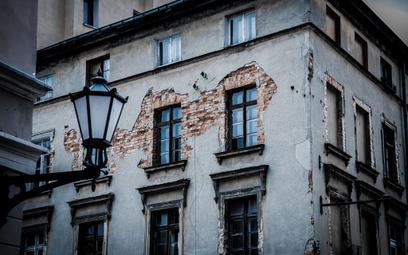 Należyta staranność: profesjonalista z branży budowlanej musi dostrzec wady 100-letniego budynku