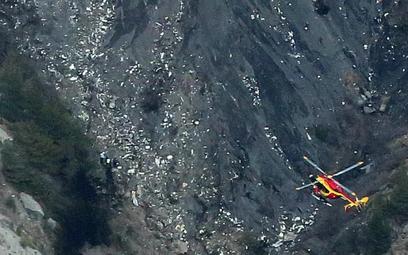 Miejsce wypadku – szczątki samolotu rozrzucone na masywie Trois-Eveches w południowych Alpach