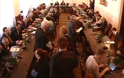 Kadr z nagrania posiedzenia komisji 12 marca