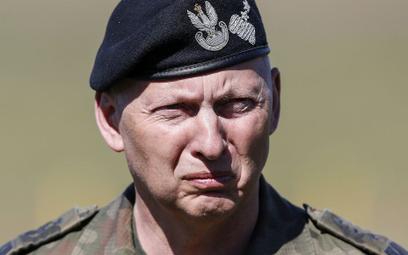 Fundacja została założona przez gen. Mirosława Różańskiego, który z rządem PiS jest w ostrym konflik