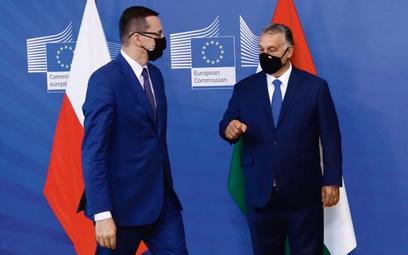 Mateusz Morawiecki, premier polskiego rządu i Victor Orban, szef węgierskiego rządu podczas ostatnie