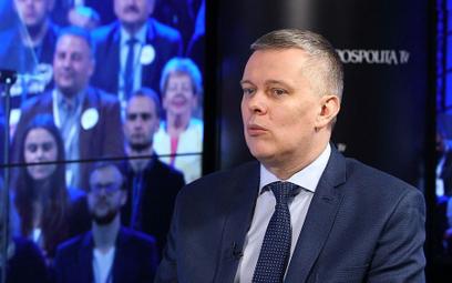 Siemoniak odpowiada Macierewiczowi: Niech ten oszust teraz milczy!