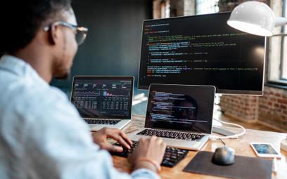 Polski Ład PiS: branża IT skorzysta z prostego podatku - informatycy będą mogli wybrać ryczałt