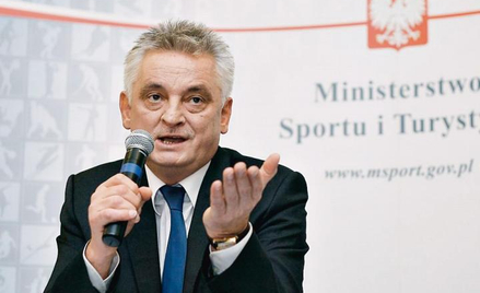 Mirosław Drzewiecki w latach 2007-2009 był ministrem sportu. Podał się do dymisji w związku z tzw. a