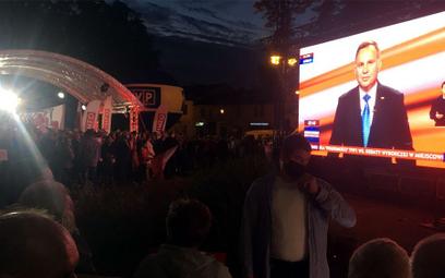 Część mieszkańców Końskich oglądała debatę TVP w miejscowym parku