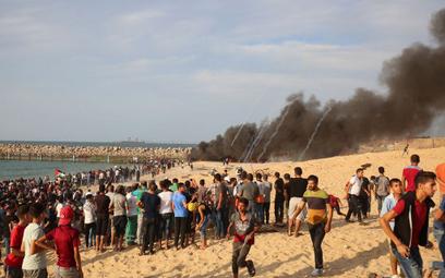 Strefa Gazy: Izraelski myśliwiec ostrzelał latawce