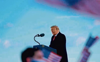 Donald Trump, zostawiając BiałyDom, obiecał swoim zwolennikom, żejeszcze powróci