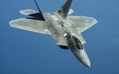 Amerykański myśliwiec F22 Raptor w 40 proc. składa się z supertwardego tytanu. Metaliczne drewno jes