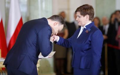 Premier Beata Szydło ma nieco gorsze notowania niż Andrzej Duda, ale nadal więcej ankietowanych ocen