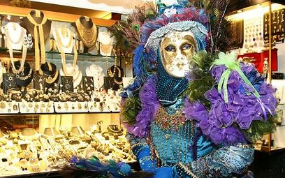W karnawale Wenecja odsłania twarze